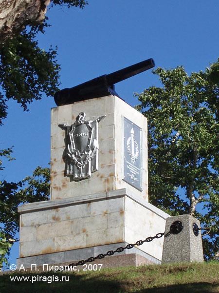 Памятник героям 3-й батареи А. П. Максутова на Никольской сопке в Петропавловске-Камчатском