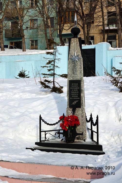 Памятник погибшим в море рыбакам колхоза имени В. И. Ленина