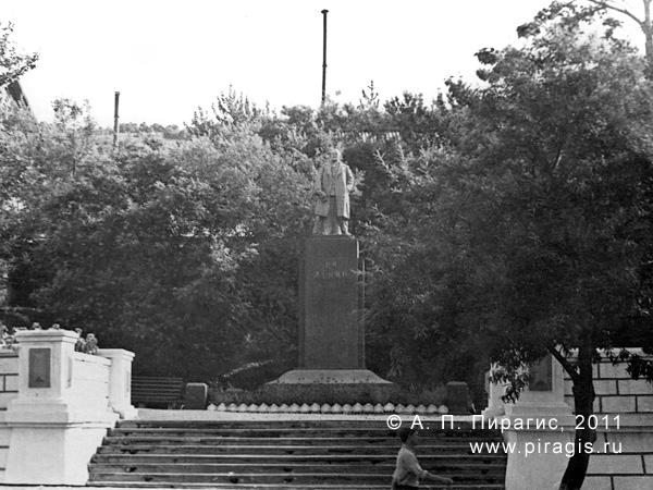 Памятник В. И. Ленину на улице Ленинской в Петропавловске-Камчатском