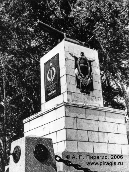 Памятник героям 3-й батареи А. П. Максутова в городе Петропавловске-Камчатском