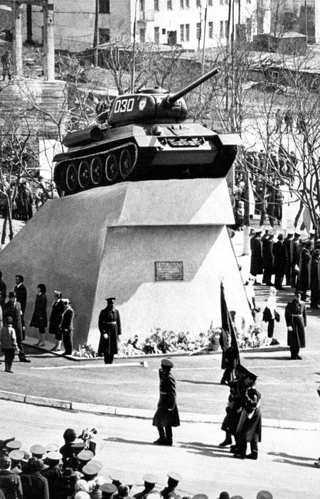Открытие памятника танку Т-34 в Петропавловске-Камчатском