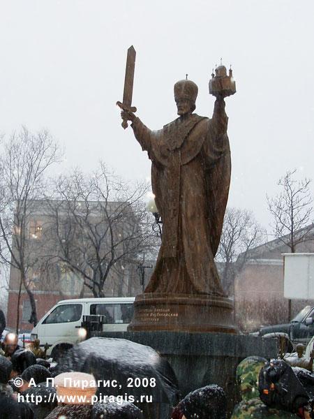 Памятник Святителю Николаю Архиепископу Мирликийскому Чудотворцу в Петропавловске-Камчатском