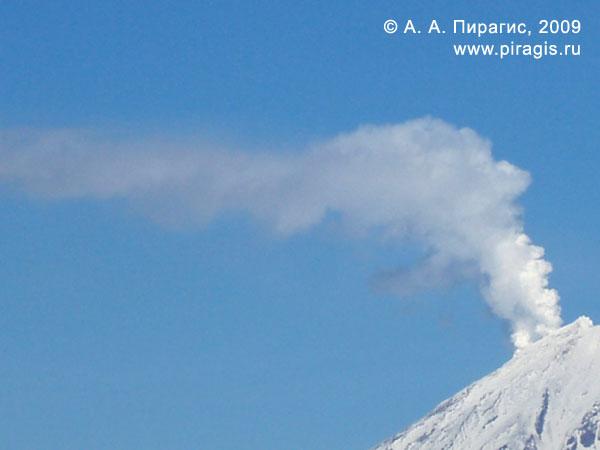 Фумарольная активность в западном секторе Корякского вулкана