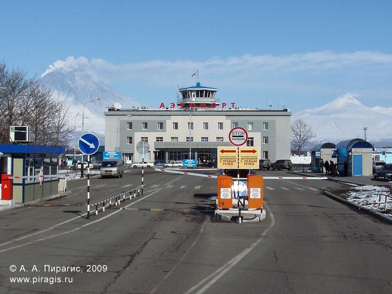 Аэропорт Елизово, Корякский и Авачинский вулканы