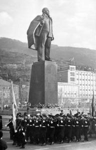 Памятник В. И. Ленину на Театральной площади в Петропавловске-Камчатском