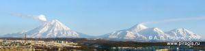 Вулканы: Корякский, Авачинский, Козельский; вид из Петропавловска-Камчатского