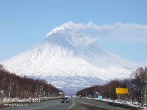 Корякский вулкан — аэрозольные, с содержанием пепла шлейфы